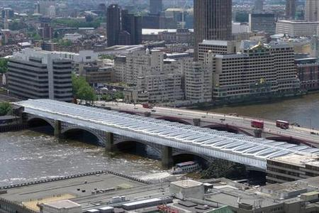 16530452_il-ponte-della-stazione-blackfriars-di-londra-5