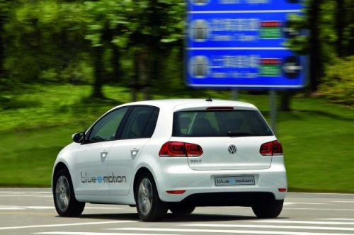 Volkswagen-Golf-Blue-e-motion-posteriore