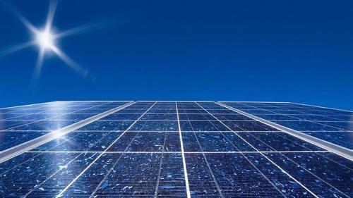 713892-solar-panels